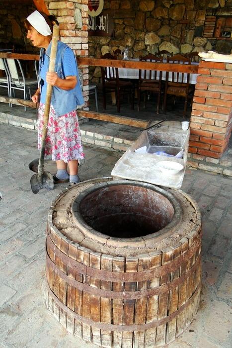 тоне - печь для выпечки хлеба