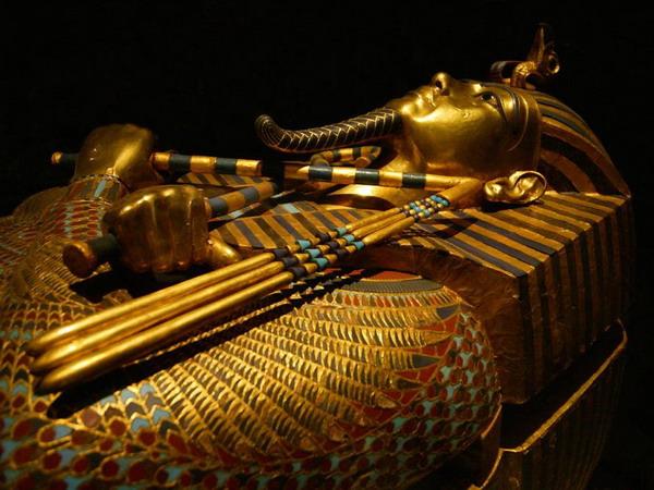 золотую маску Тутанхамона