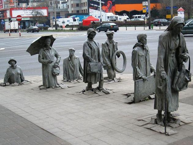 Скульптура неизвестному прохожему, Вротцлав, Польша