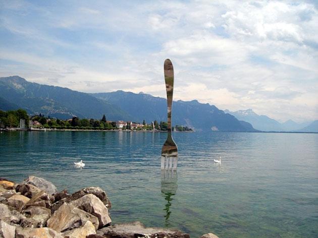 Вилка рядом с музеем еды, Женевское озеро