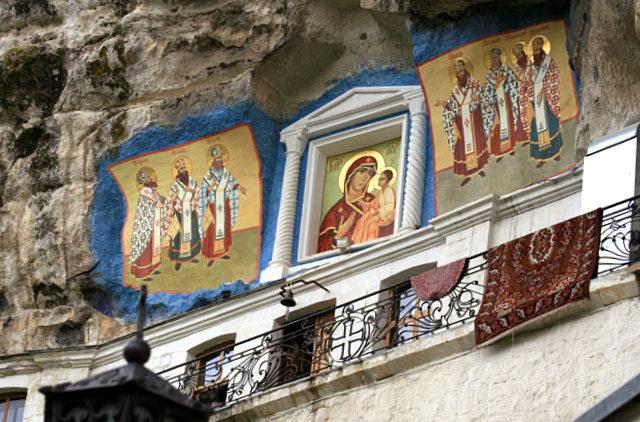 Свято-Успенский пещерный монастырь