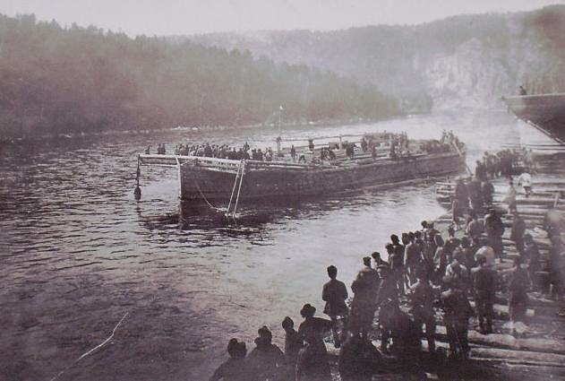 Готовая продукция сплавляется по реке Белой (Агидель)