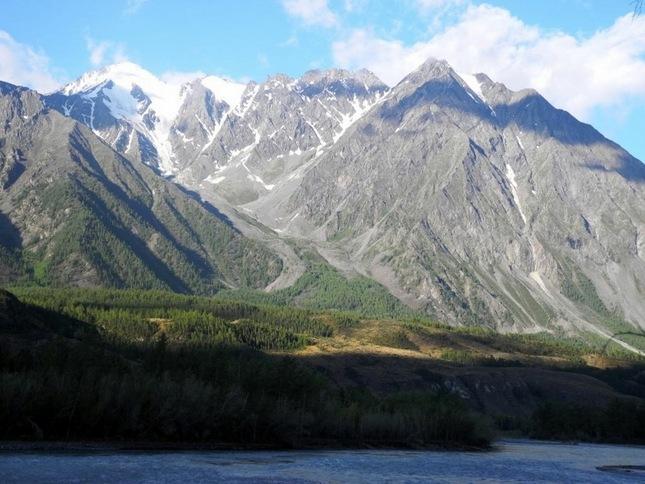 гора Шенелю в долине Аргута. высота 3888 м.