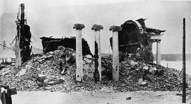 В 1933 году Храм был разрушен