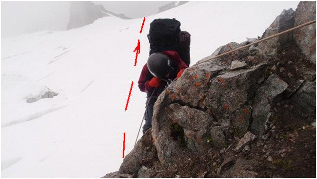 Спуск последней вертикальной верёвки с последующим движением к кулуару.