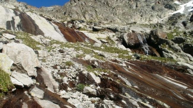 Каскад пологих водопадов