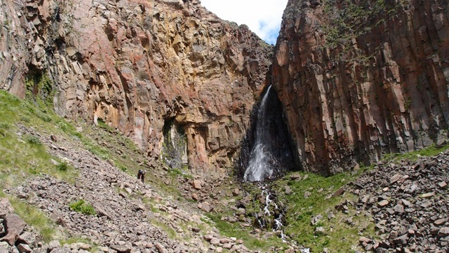 От водопада спуск кначалу ледника