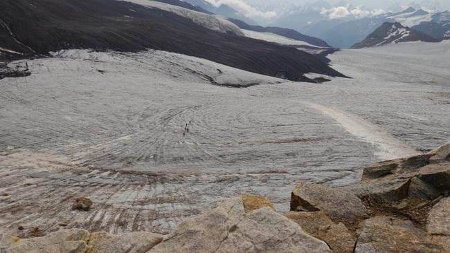 Движение по леднику Б.Азау