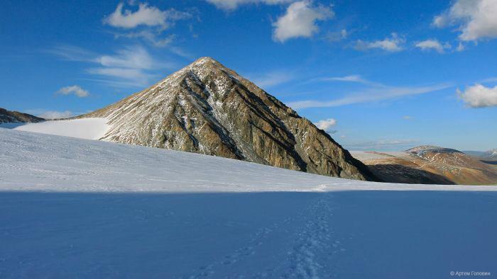 Малчин Пик с ледника Потанина