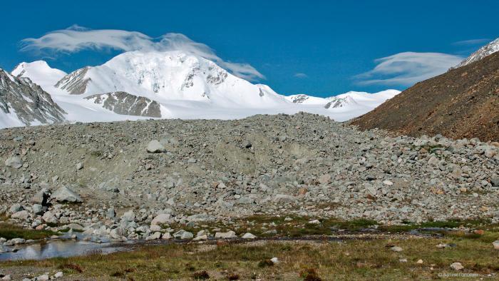 Кийтын. Вид с боковой морены ледника Потанина.