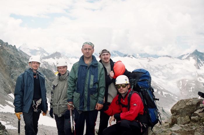 Перевал Хасан-кой-сюрюльген-ауш, Южный (1Б, 3500, лед.-ос.) Вид в сторону реки Уллуозень