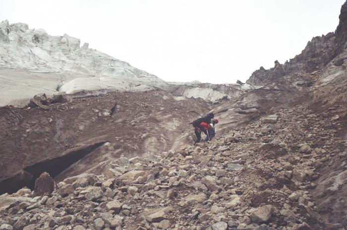 Выход на ледник Северный Чат с морены