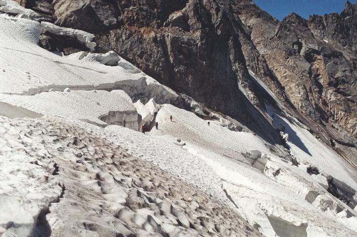Прохождение бергшрундов в середине ледника