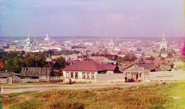 Вид центральной части Екатеринбурга с Московской горки (с улицы Московской, которая в то время была западной окраиной города). 1910 год. Фото Сергея Прокудина-Горского.