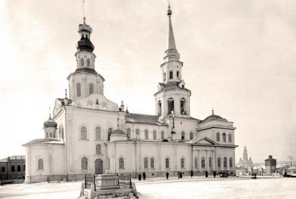 Вид на Главный проспект. Обратите внимание, какие узкие тротуары. Фото www.1723.ru
