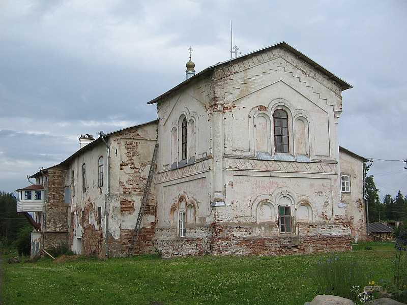 Церковь Успения с бывшей трапезной палатой