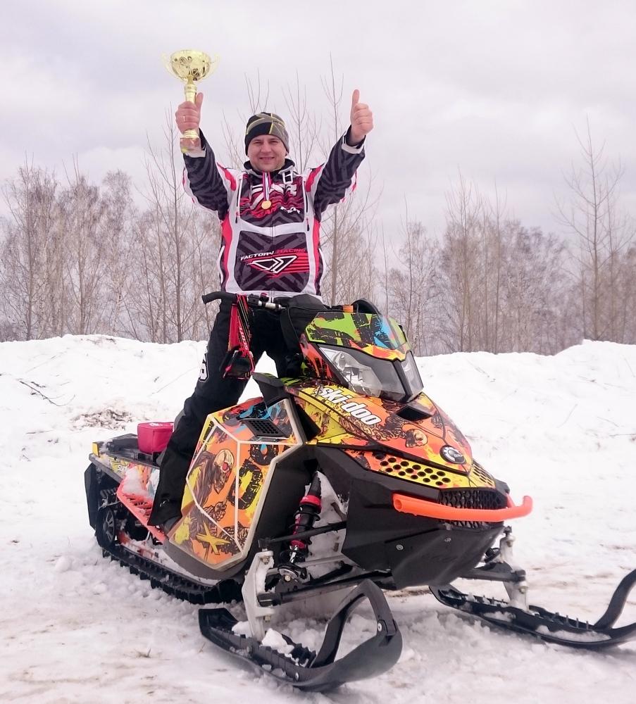 Олег Первушин гонка на снегоходах