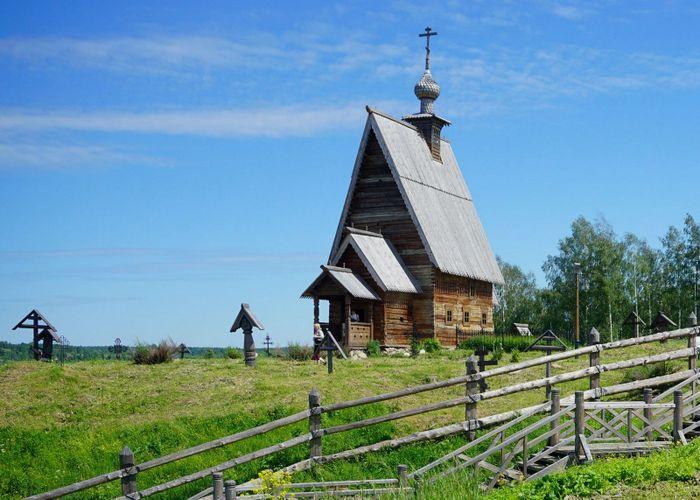 деревянная Воскресенская церковь